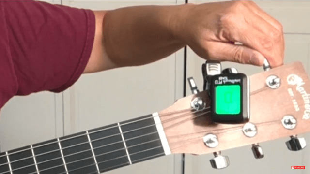 How to tune your guitar with a digital tunerT